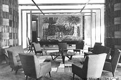 Fauteuil Détente de dos dans le salon VIP de l'Aérogare de Marseille Maxime Old Créateur de Meubles Modernes d'Art - Modern Art Furniture Designer