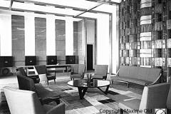 Fauteuil Détente de face dans le salon VIP de l'Aérogare de Marseille Maxime Old Créateur de Meubles Modernes d'Art - Modern Art Furniture Designer