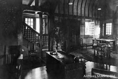 Ruhlmann Lyons la Forêt RdC Vue escalier et table de travail